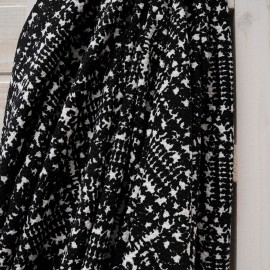 Au mètre Maille gaufrée fantaisie noir et blanc en 150cm n°10490