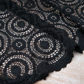 Dentelle noire stretch festonnée polyester lycra en 140cm n°10830